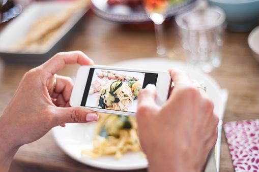 social media marketing para restaurantes foto móvil