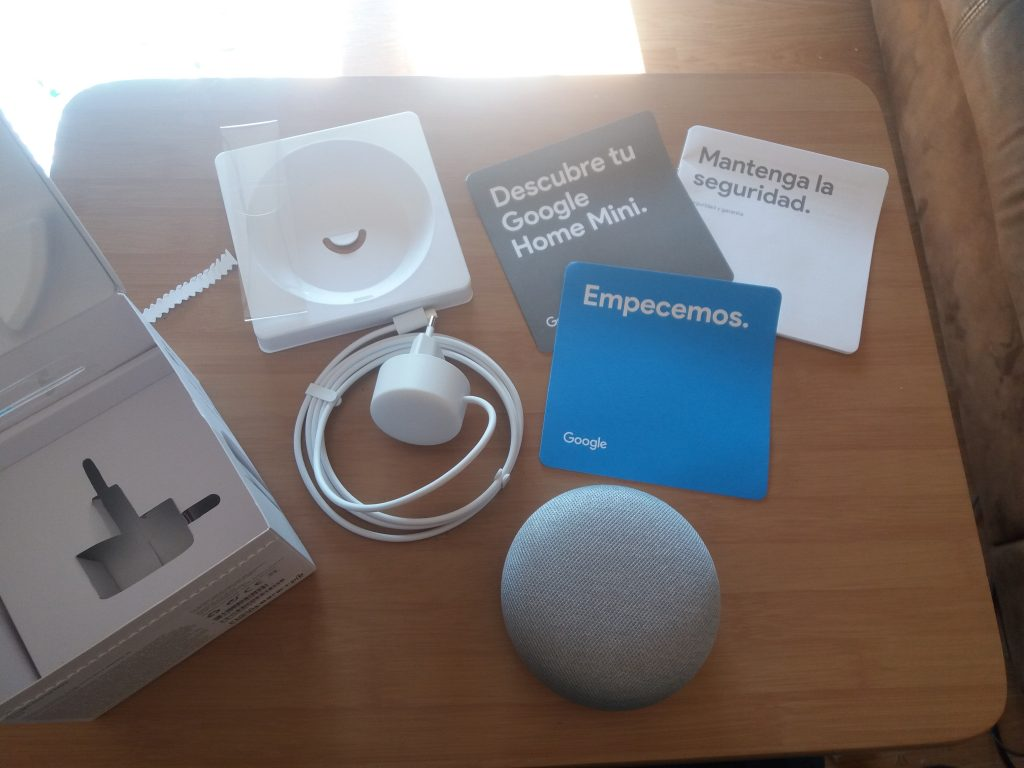 Unboxing del Google Home mini | Maria en la red