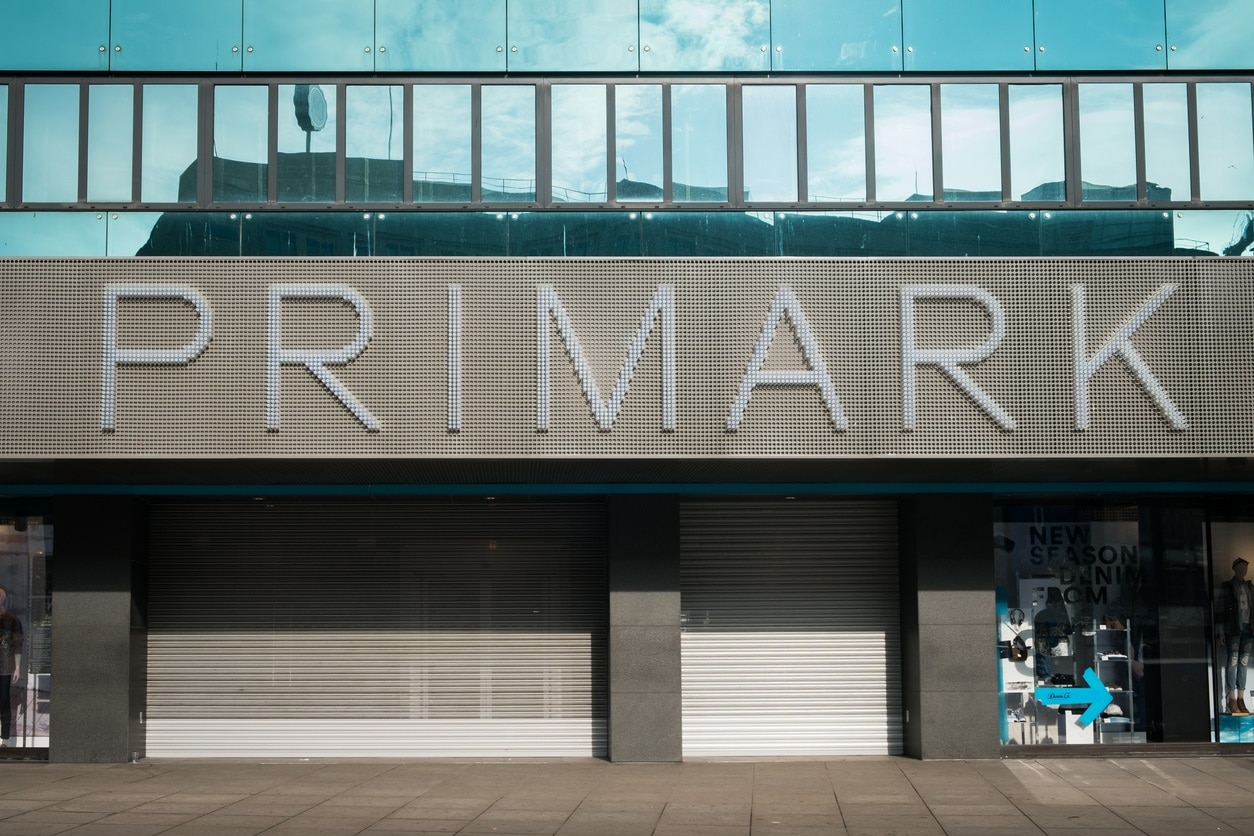 Una tienda de Primark cerrada. Primark está dejando de ingresar 750 millones de euros cada mes ya que no puede vender nada durante la crisis del coronavirus.